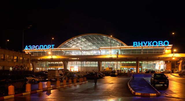 vnukovo-airport-at-night
